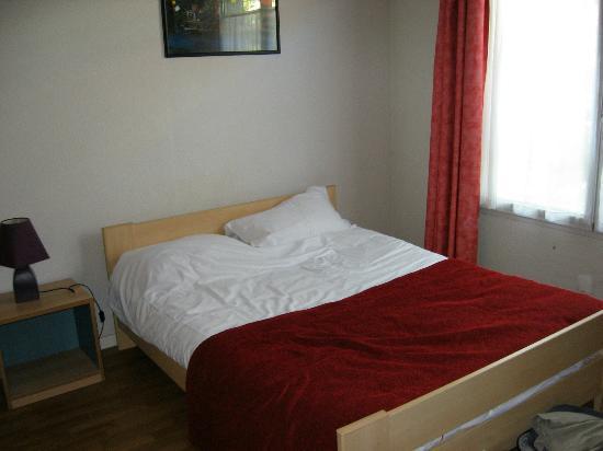 Sejours & Affaires Clairmarais - Reims: Double bed