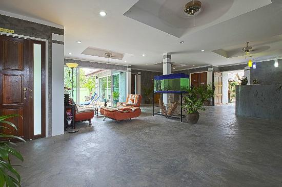 Sunshine Guest House Phuket Thailand: Lobby