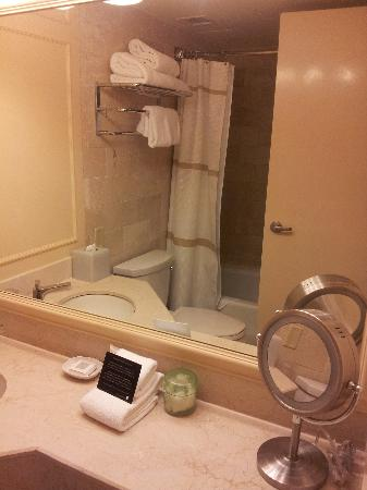 JW Marriott New Orleans: Hotel Bathroom