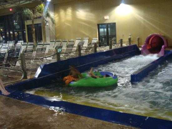 Split Rock Resort & Golf Club: One of the many slides for indoor waterpark - H2OOOOOOO
