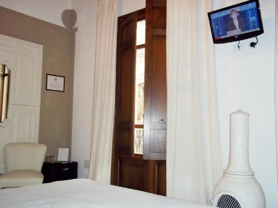 The Place Cagliari: Room with small TV