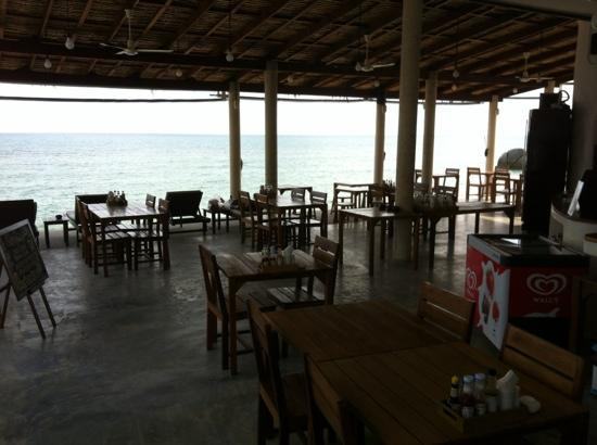 Lazy Day's Samui Beach Resort: Dining area.