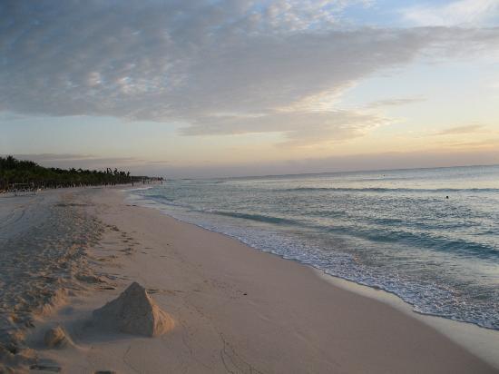 إيبيروستار كيتزال أول إنكلوسف: Beach at sunrise 