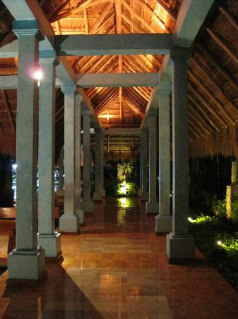 Iberostar Quetzal Playacar: Hallway