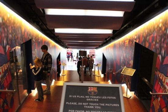 Players Tunnel Quot Dont Touch The Wall Photos Quot Camp Nou