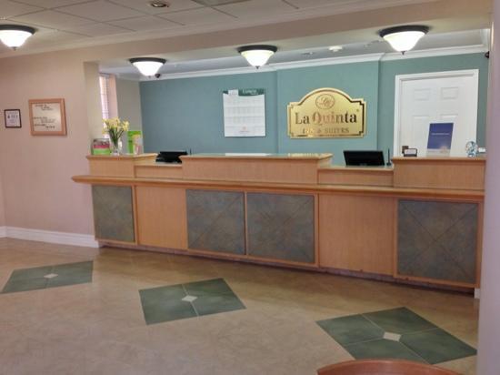 La Quinta Inn & Suites Raleigh International Airport : Front Desk