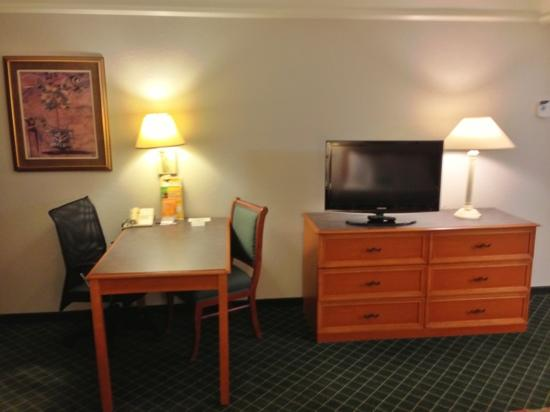 La Quinta Inn & Suites Raleigh International Airport : Double Room