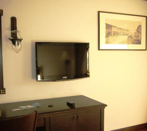 Novotel Phuket Resort: tv in room very new