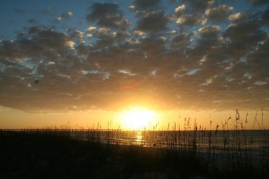 Holiday Inn Express Pensacola Beach: Sunrise - BEAUTIFUL!