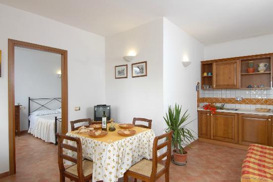 Nonna Rana Holidays Apartments: A dining room