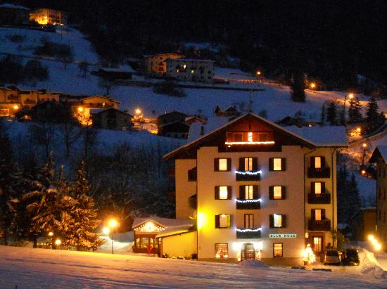 Cavedago, إيطاليا: in notturna