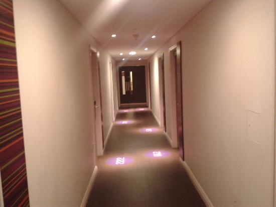 Safestay London Hostel at Elephant & Castle: the corridor