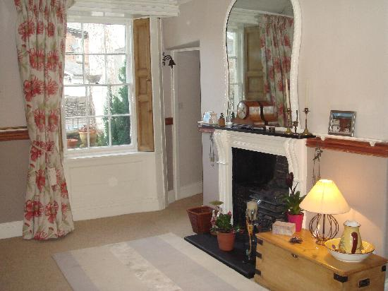 White Hall Bed & Breakfast: Entrance hall