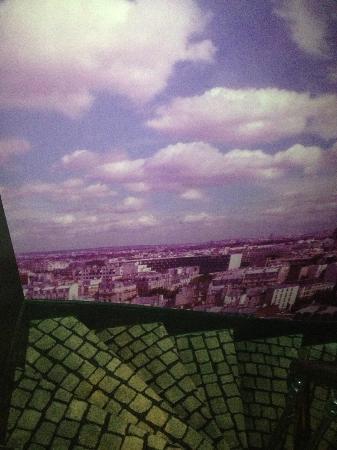 Hotel Sublim Eiffel: street scene staircase