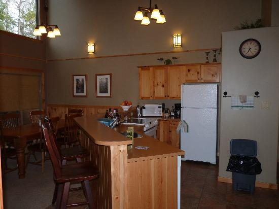 Elkhorn Resort Spa & Conference Centre: Kitchen