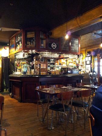 Brooklyn Warehouse : The bar