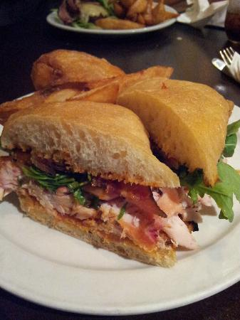 Brooklyn Warehouse : Another view of my absolutely delicious smoked chicken club sandwich