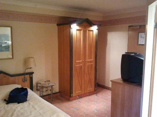 Arcadia Hotel Dusseldorf: Tiny little room