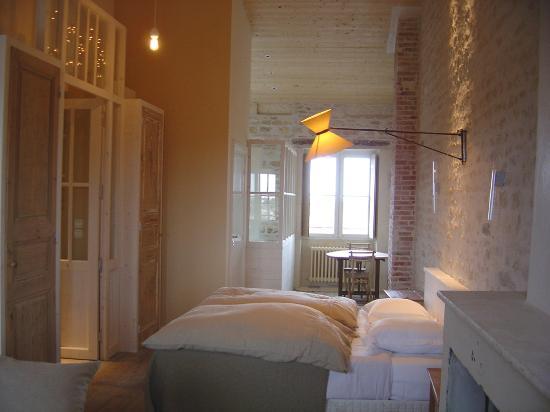 Hôtel Le Sénéchal : chambre avec vue mer au loin
