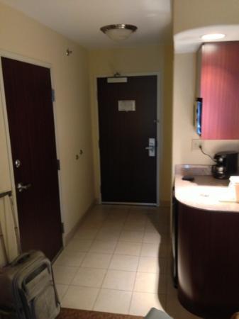 Best Western Plus Waxahachie Inn & Suites: room entryway (232)