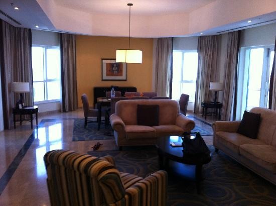 Dubai Marriott Harbour Hotel & Suites: Lounge
