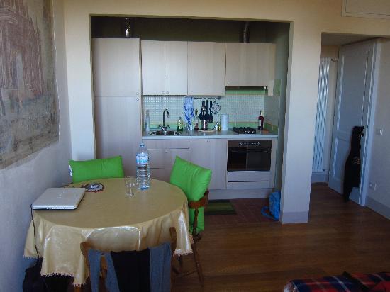 Casa del Nocio: angolo cottura e zona pranzo