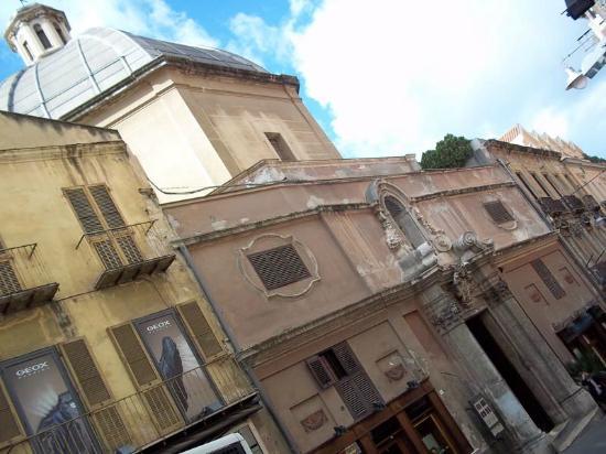 Sant'Antonio Abate Church: Sant Antonio entrance