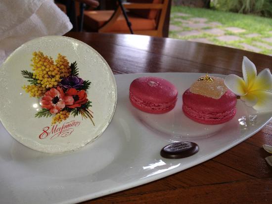 Four Seasons Resort Mauritius at Anahita: Нас даже поздравили с международным женским днем:)