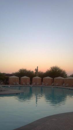 ‪‪Talking Stick Resort‬: Sunset by the pool
