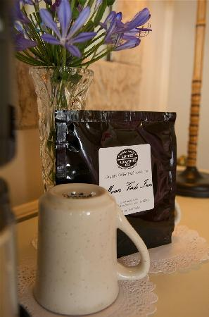Monte Verde Inn: Local and Fresh Coffee in your room each morning!