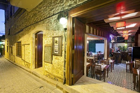 Mediterra Art Restaurant : Entrance
