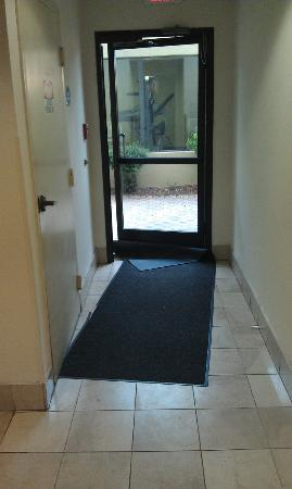 Baymont Inn & Suites Statesboro: Ripped up carpet Jammed in Door