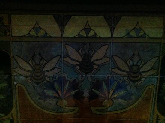 Conservatorium Hotel: cerámicas modernistas: pasillo
