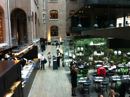 Conservatorium Hotel: patio interior: desayunos