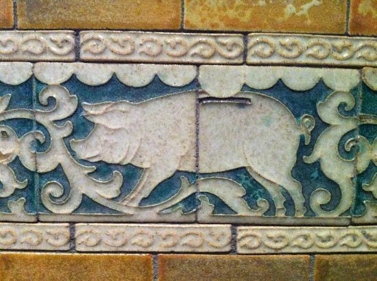 Conservatorium Hotel: detalle cerámica pasillo: hucha