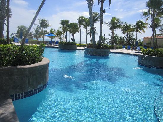 Hilton Ponce Golf & Casino Resort: Su 2da picina no dejen de preguntar como llegar.