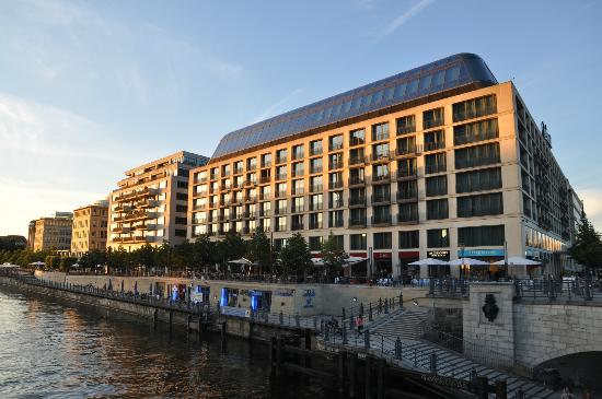 Radisson Blu Hotel, Berlin: The Hotel in at the sunset