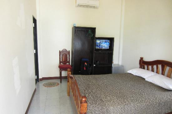 Taatoh Resort & Freedom Beach Resort: 1200 baht room (about 60 canadian dollars)