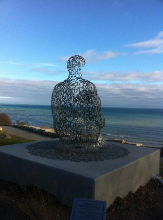 Shorewood, WI: sculpture at top of bluff