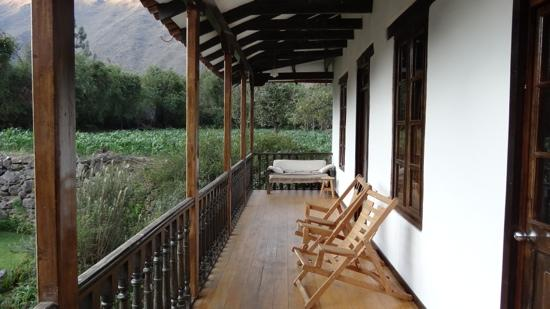 El Albergue Ollantaytambo: Balcony outside roomS #15 & #16