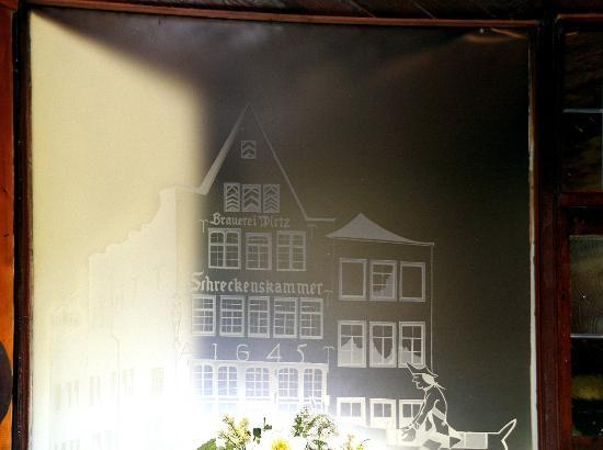 Wandrelief aus Glas in der Schreckenskammer