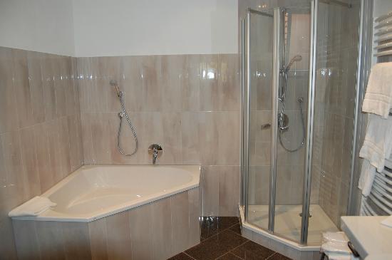 Hotel BurgGartenpalais: room 3 bathroom