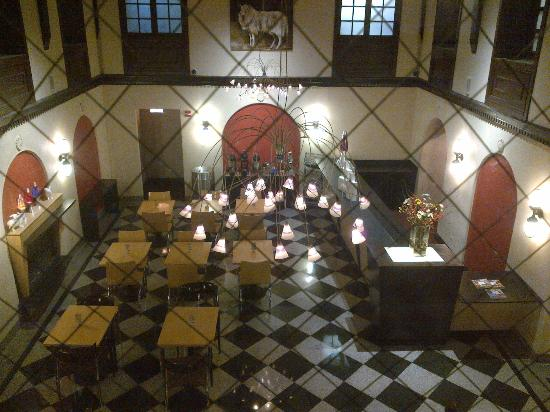 ACME Hotel Company Chicago: The gorgeous hotel lobby where tasty breakfast is served daily