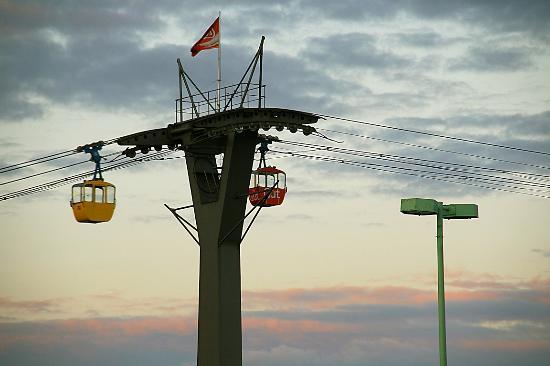 Rheinseilbahn : Seilbahnstütze auf der linksrheinischen Seite