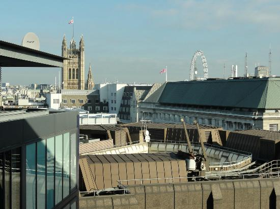 Doubletree by Hilton London - Westminster: Top floor view, Victoria tower and the Eye in the backround