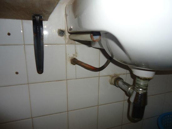 Kivi Milimani Hotel: loose sink