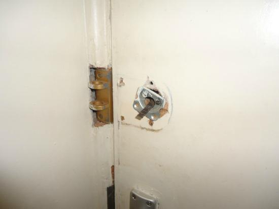 Kivi Milimani Hotel: lack of security - no working lock