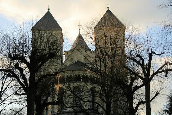Basilika St. Kunibert: Die dem Rhein abgewandten Doppeltürme