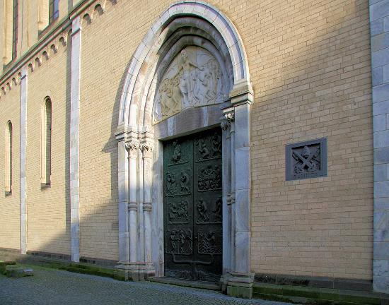 Basilika St. Kunibert: Eingangsportal
