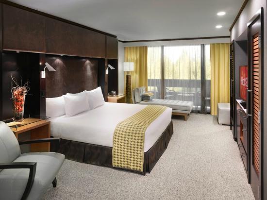 Cactus Petes Resort Casino: Granite Range Spa Suite Bedroom